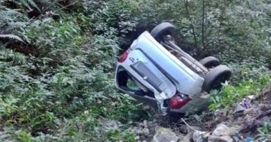 उत्तराखंड के जोशीमठ में कार खाई में गिरी