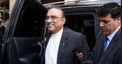 पाकिस्तान के पूर्व राष्ट्रपति आसिफ अली जरदारी को गिरफ्तार किया गया है। उनकी गिरफ्तारी लाखों डॉलर के मनी लॉन्ड्रिंग के एक मामले में हुई है।