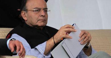 पूर्व वित्त मंत्री और बीजेपी के दिग्गज नेता अरुण जेटली का निधन हो गया है। दिल्ली के AIIMS अस्पताल में उनहोंने अंतिम सांस ली।