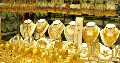 सोने का भाव अपने रिकॉर्ड स्तर पर पहुंच गया है। दिल्ली में 99.9 फीसदी शुद्धता वाले सोने का रेट 37,920 रुपये प्रति 10 ग्राम हो गया है।