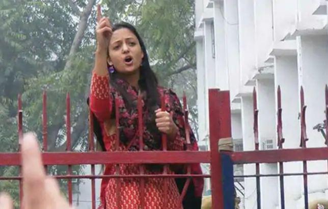 JNU की पूर्व छात्र नेता शहला राशिद ने आर्मी पर कश्मीर के लोगों पर अत्याचार करने का आरोप लगाया है।