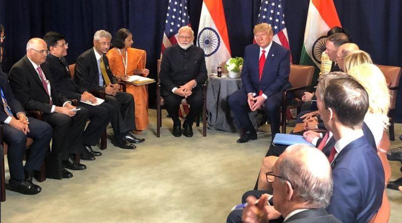 प्रधानमंत्री नरेंद्र मोदी और अमेरिकी राष्ट्रपति डोनाल्ड ट्रंप की मंगलवार को एक बार फिर मुलाकात हुई। पीएम के अमेरीकी दौरे पर दोनों देशों के प्रमुखों की ये तीसरी मुलाकात थी।