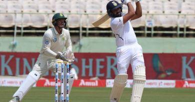 विशाखापट्टनम में दक्षिण अफ्रीका के खिलाफ खेले जा रहे टेस्ट मैच के पहले दिन टीम इंडिया ने अच्छी शुरुआत की। भारत ने बिना कोई विकेट खोए पहले दिन 202 रन बना लिए हैं