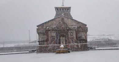 उत्तराखंड के पहाड़ी जिलों में कड़ाके की ठंड पड़ रही है। इसके साथ कई इलाकों में बर्फबारी भी हुई है
