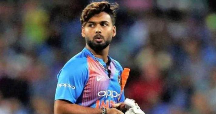 उत्तराखंड के क्रिकेटर ऋषभ पंत के लिए बुरी खबर है। लागतार फ्लॉप होने के बाद उनके ऊपर टीम से बाहर होने खतरा मंडराने लगा है।