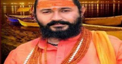 हरिद्वार के नामी संत और निरंजनी अखाड़ा के पूर्व सचिव आशीष गिरि ने खुदकुशी कर ली है। उन्होंने खुद को कनपटी पर गोली मारकर आत्महत्या कर ली।