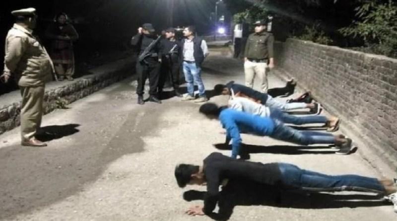 ऋषिकेश में सड़कों पर घूम रहे युवाओं की पुलिस ने लगाई क्लास