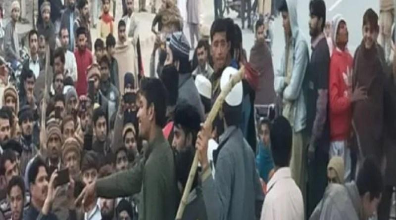 पाकिस्तान के ननकाना साहिब में गुरुद्वारे पर पथराव हुआ है। पथराव की तस्वीरें सामने आई हैं।