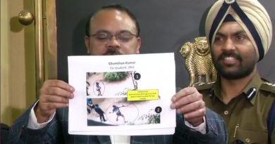 जवाहरलाल नेहरू यूनिवर्सिटी में हुई हिंसा के 5 दिन बाद पुलिस ने शुक्रवार को नौ संदिग्धों की तस्वीर जारी की है। इसमें 2 ABVP और 7 लेफ्ट के छात्र हैं।