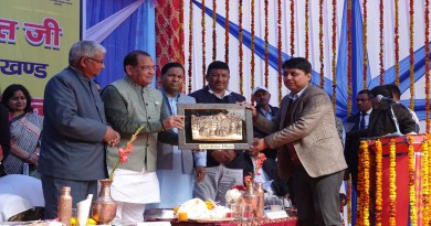 मुख्यमंत्री त्रिवेंद्र सिंह रावत ने बुधवार को बागेश्वर दौरे के दौरान जनता को कई सौगात दी। उन्होंने जागेश्वर धाम वेबपोर्टल का उद्घाटन किया।