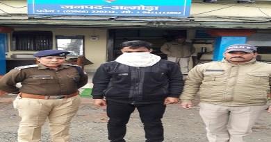 उत्तराखंड के रानीखेत से गायब हुई 20 साल की युवती को पुलिस ने बरामद कर लिया है। इसके साथ ही युवती को साथ ले जाने के आरोप में पुलिस ने आरोपी को भी गिरफ्तार कर लिया है।