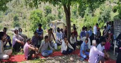 उत्तराखंड में बाहर से आ रहे प्रवासियों को लेकर इन दिनों कई गांवों में असमंजस की स्थिती बनी हुई है। इसे लेकर स्थिती साफ किए जाने की मांग की जा रही है।
