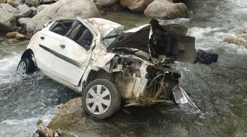 उत्तराखंड के थराली में दर्दनाक सड़क हादसा हुआ है। यहां डूंगरी रोड पर एक ऑल्टो कार बेकाबू होकर 300 मीटर गहरी प्राणमति नदी में गिर गई।
