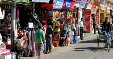 लॉकडाउन के बीच राजधानी देहरादून वालों के लिए राहत की खबर है। सरकार और प्रशासन ने ये फैसला किया है कि अब कुछ जरूरी सामानों की दुकानें रोज खुलेंगी।