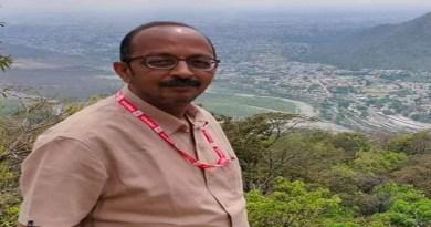 उत्तराखंड के हल्द्वानी के रहने वाले पत्रकार दानिश खान का हार्ट अटैक से निधन हो गया है। वो 46 साल के थे। उनके निधन से पत्रकारों में शोक की लहर है।