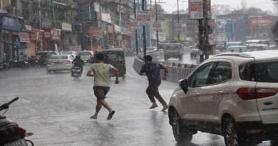 उत्तराखंड में अभी मानसून की दस्तक में थोड़ी देरी है, लेकिन मानसून की दस्तक से पहले ही राज्य के अलग-अलग हिस्हों में हल्की बारिश शुरू हो गई है।