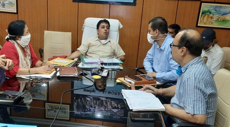 अल्मोड़ा के डीएम नितिन सिंह भदौरिया ने कलेक्ट्रेट में सड़क सुरक्षा समिति के साथ बैठक की। इस दौरान सड़क दुर्घटनाओं को कम करने को लेकर चर्चा हुई।