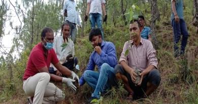 उत्तराखंड के अल्मोड़ा में एक ऐसा गांव है जहां के लोग साल 2017 से लगातार अपने गांव के जंगलों मे वृक्षारोपण कर क्षेत्र के लिए मिसाल पेश की है।