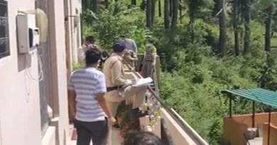 उत्तराखंड के अल्मोड़ा के हरी डुंगरी मोहल्ले में एक मकान में बुजुर्ग की लाश मिलने से सनसनी फैल गई है।