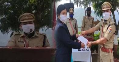 अल्मोड़ा: SSP प्रहलाद नारायण ने फहराया तिरंगा, नशे के खिलाफ प्रतियोगिता के विजेताओं को किया सम्मानित