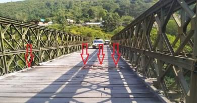 पौड़ी गढ़वाल जिले से सतपुली जाने वाले मोटरमार्ग पर बना पुल हादसों को दावत दे रहा है। इस पुल की हालत बेहद जर्जर हो गई है।