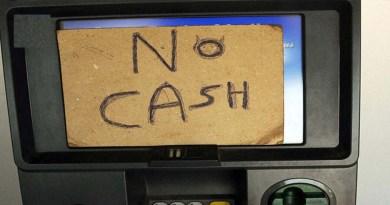 चंपावत: लोगों के लिए 'सिरदर्द' बना जिला मुख्यालय का ATM, 18 में से 6 से ही निकली धनराशि