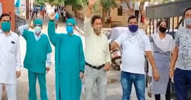 हरिद्वार में स्वास्थ्य विभाग के चुर्थ श्रेणी के कर्मचारियों ने अपनी मांगों को लेकर सख्त कदम उठाया है।