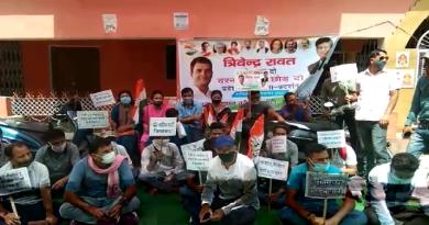 उत्तराखंड में आगामी विधानसभा चुनाव के देखते हुए कांग्रेस पार्टी सक्रिय हो गई है। कई मुद्दों को लेकर कांग्रेस के कार्यकर्ता सड़क पर उतरने शुरू हो गए है।