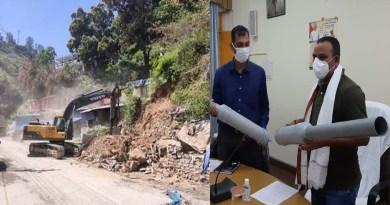 देवप्रयाग: MLA विनोद कंडारी ने की विकास कार्यों की समीक्षा, लापरवाह अधिकारियों की लगाई क्लास!