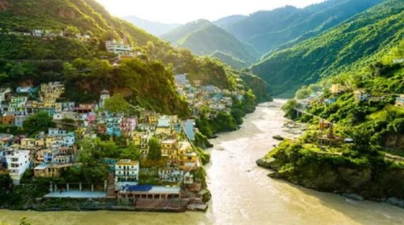 उत्तराखंड को उसकी खूबसूसरती की वजह से जाना जाता है और उसकी पहचान एक धर्म नगरी के तौर पर होती हैं। ऐसा इसलिये है क्योंकि एक तरफ जहां पहाड़ों की सौंदर्यता लोगों को अपनी ओर मोहित करती है।