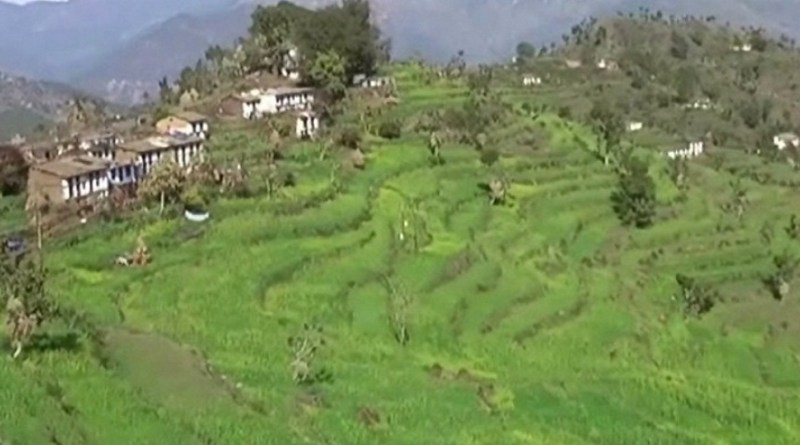 अल्मोड़ा के सोमेश्वर में सिंचाई विभाग की लापरवाही किसानों पर भारी पड़ी है। विभाग की लापरवाही की वजह से किसनों की फसलें बर्बाद हो गई हैं।