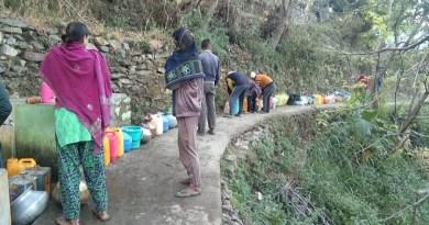 प्रदेश सरकार एक तरफ हर घर पानी पहुचाने की बात कर रही है। वहीं दूसरी तरफ बरसात के बाद ही राज्य के कई इलाकों में पानी की किल्लत होने लगी है।