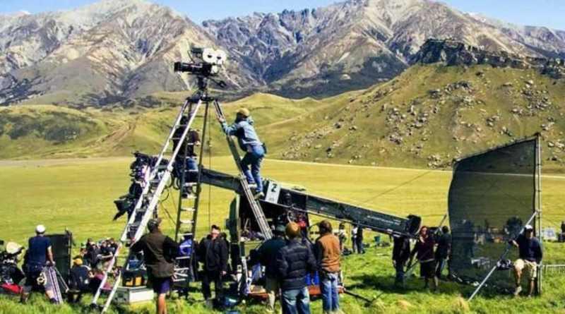 कोरोना काल में उत्तराखंड फिल्मों की शूटिंग के लिए बॉलीवुड पसंद बन गया है। लगातार पहाड़ों में फिल्में शूट की जा रही हैं।