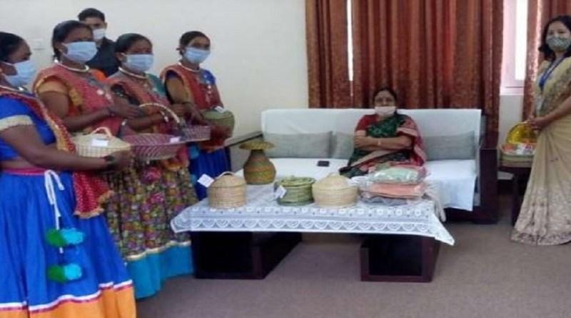 उत्तराखंड की राज्यपाल बेबी रानी मौर्य के चंपावत दौरा का मंगलवार को दूसरा दिन था। इस दिन उन्होंने सुबह चंपावत की महिला स्वयं सहायता समूहों से मुलाकात की।
