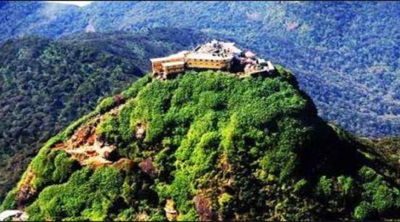 चमोली जिले के जोशीमठ से करीब 50 किलोमीटर दूर एक गांव है जिसका ना नीति है। इस गांव में द्रोणागिरी पर्वत है, जिसका इतिहास रामायण काल से जुड़ा है।