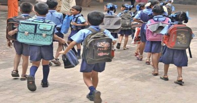 कोरोना काल के बीच उत्तराखंड में स्कूलों को तीन चरणों में खोलने की तैयारी चल रही है। इस बीच स्कूल संचालक और अभिभावक आमने-सामने आ गए हैं।