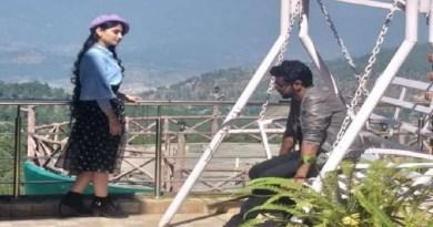 कौसानी में रविवार को बुरांश रिसॉर्ट में फिल्म एल्डिरिच द लास्ट रिसॉर्ट की शूटिंग शुरू हो गई है। दिल्ली से आए 25 लोगों की टीम ने सेट पर शूटिंग की।
