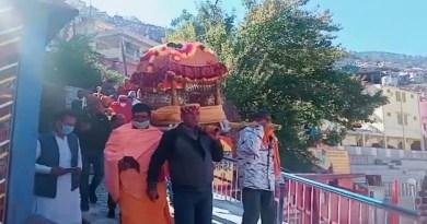आदिगुरु शंकराचार्य की गद्दी शीतकाल के लिए जोशीमठ के नरसिंह मंदिर पहुंच गई है। अगले 6 माह तक यहीं पूजा-अर्चना होगी।