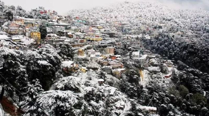 उत्तराखंड में लगातार मौसम करवट ले रहा है। प्रदेश के कुछ पहाड़ी जिलों में पारा लुढ़कर 10 डिग्री के नीचे पहुंच गया है। कड़ाके की सर्दी पड़ने लगी है।