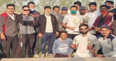 सद्भावना क्रिकेट मैच: बाजपुर क्रिकेटर्स ने पुलिस टीम को हराकर ट्राफी पर किया कब्जा