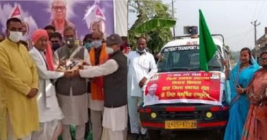 मुख्यमंत्री त्रिवेंद्र सिंह रावत और शिक्षा मंत्री अरविंद पांडेय बुधवाक को उधम सिंह नगर के दिनेशपुर पहुंचे। यहां वो हरिचंद गुरुचंद धर्म मंदिर गए। जहां गोपाल महाराज की समाधि पर पुष्प अर्पित कर श्रद्धांजलि दी