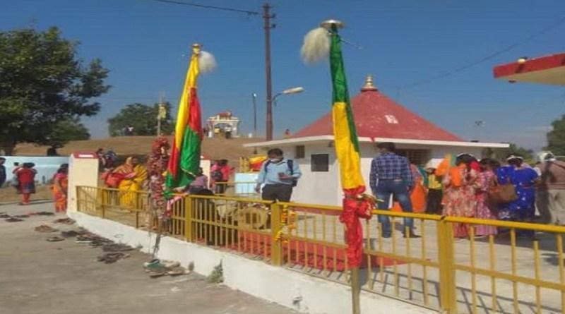 पौड़ी गढ़वाल के श्रीनगर के देहलचौरी में हर लगने वाला कांडा मेले का आयोजन भी इस बार नहीं हो सका है। दिवाली के दूसरे दिन लगने वाले इस मेले को प्रशासन ने कोरोना महामारी की वजह से इजाजत नहीं दी।
