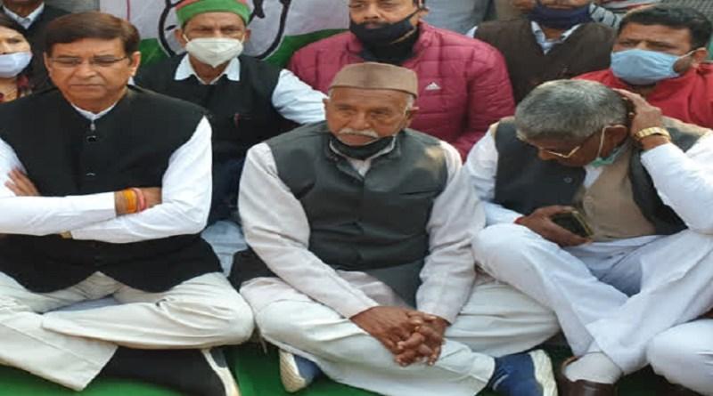 हरिद्वार: मासूम को न्याय दिलाने के लिए उत्तराखंड कांग्रेस अध्यक्ष ने दिया धरना, सरकार पर साधा निशाना