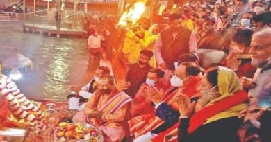 बीजेपी के राष्ट्रीय अध्यक्ष जेपी नड्डा चार दिवसीय उत्तराखंड के दौरे पर हैं। इस दौरान उन्होंने हर की पैड़ी में गंगा पूजा की और आरती में भी शामिल हुए।