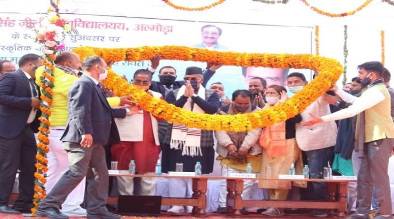 मुख्यमंत्री त्रिवेंद्र सिंह रावत ने अल्मोड़ा दौरे के दूसरे दिन बड़ा ऐलान किया। उन्होंने कहा कि प्रदेश में उच्च शिक्षा के विकास के लिये सरकार प्रयासरत है।