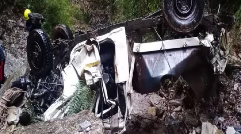 पौड़ी गढ़वाल में दर्दनाक सड़क हादसा, चौबट्टाखाल-दांथा मार्ग पर 50 मीटर गहरी खाई में गिरी मैक्स, एक की मौत