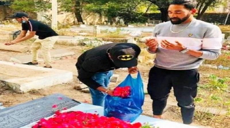 ऑस्ट्रेलिया दौरे पर टेस्ट में डेब्यू करने वाले तेज गेंदबाज मोहम्मद सिराज एयरपोर्ट से घर नहीं गए, बल्कि सीधे पिता की कब्र पर पहुंचे। कब्र पर पहुंचने के बाद सिराज ने कहा, 'अब्बा की मौत के बाद जब मैंने घर फोन किया तब मेरे परिवार वालों ने उनके सपने को पूरा करने के लिए कहा।