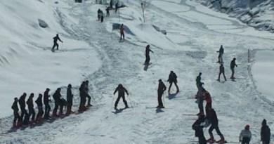 इस साल फरवरी के औली में होने वाली विंटर सैफ गेम्स की तैयारियां शुरू हो गई हैं। औली में ITBP के पर्वतारोहण और स्कीइंग संस्थान के जवान इन दिनों बुग्याल में स्कीइंग की ट्रेनिंग ले रहे हैं।