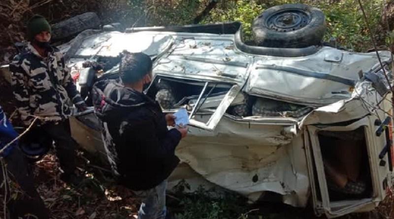 टिहरी गढ़वाल में दर्दनाक सड़क हादसा, केदार मार्ग पर मैक्स वाहन दुर्घटनाग्रस्त, दो लोग घायल