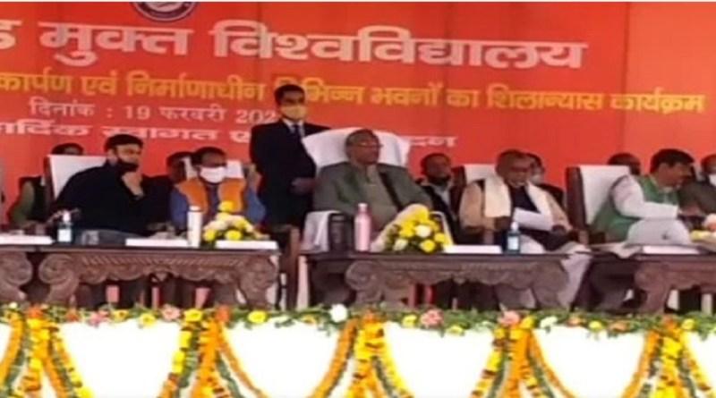 मुख्यमंत्री त्रिवेंद्र सिंह रावत ने नैनीताल के हल्द्वानी में पार्टी कार्यकर्ताओं के साथ मीटिंग की। इस दौरान उन्होंने कहा कि सभी दर्जा प्राप्त राज्य मंत्रियों और जिम्मेदार पदाधिकारियों को साफ कहा गया है कि वो टिकट की दौड़ बने रहने के लिए काम पर ध्यान देते रहें।